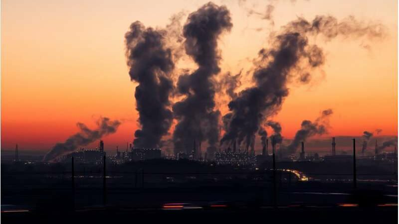 Long-term exposure to permissible concentrations of air pollution linked with increased mortality risk